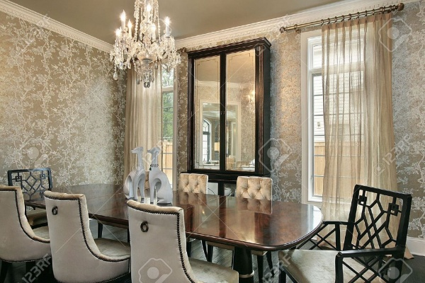 6738259-Dining-room-in-luxury-home-with-gold-walls-Stock-Photo