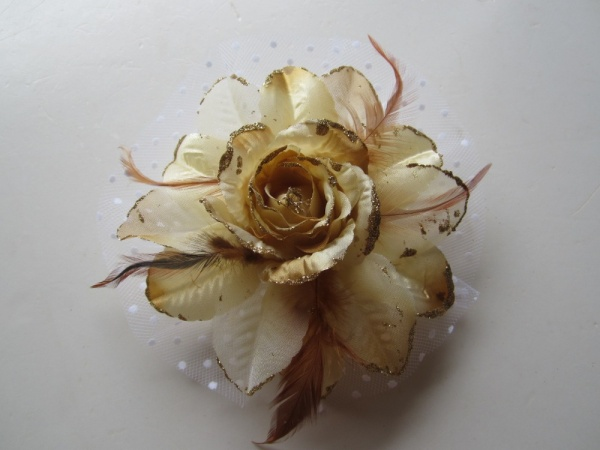 Gold-Yellow-Glitter-Rose-Wedding-Feather-Corsage-Clip-Fascinators-Brooch-Headwear-Hairpin-with-White-Netting-Free